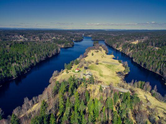 Dronefoto av Mjøvik gård