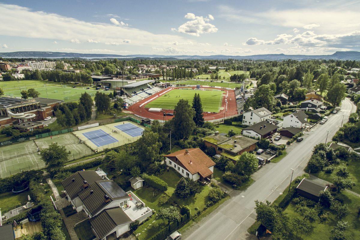 Dronefoto av Nadderud Stadion